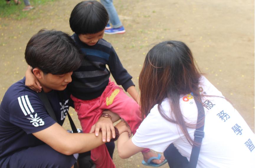 "Tiptoe Love in ""Myanmar""-English Camp for Three Classes in Myanmar"